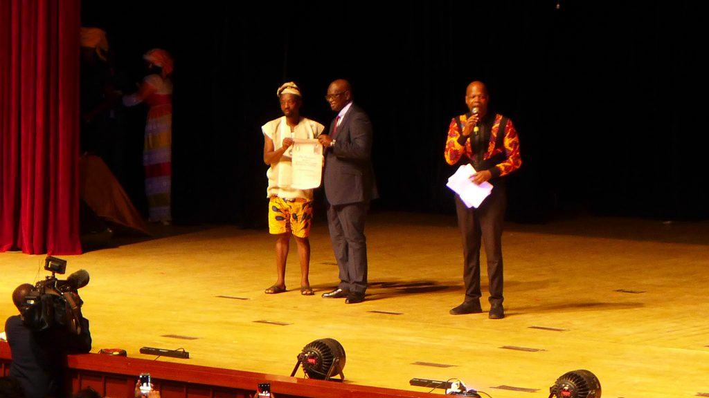 Olanrewaju Tejuoso receiving the award for the Revelation Prize, National Grand Theatre, Dakar. Photo Credit: The Sole Adventurer.