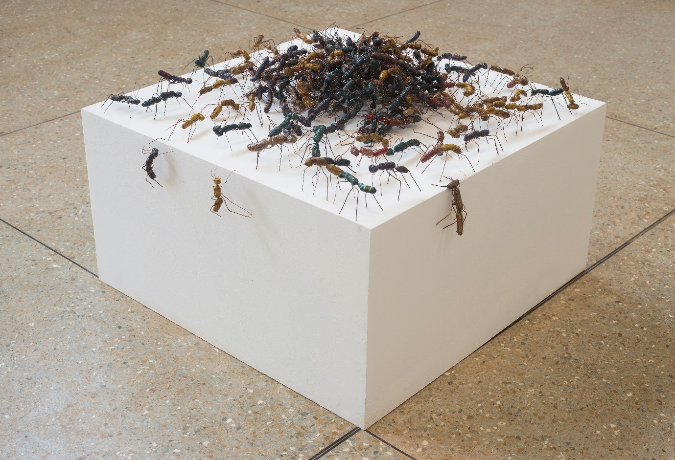 Kofi Dawson, Ants [3rd edition], (2018), groundnut shells, copper wire, dye, and sawdust. Courtesy Nii Odzenma for SCCA Tamale