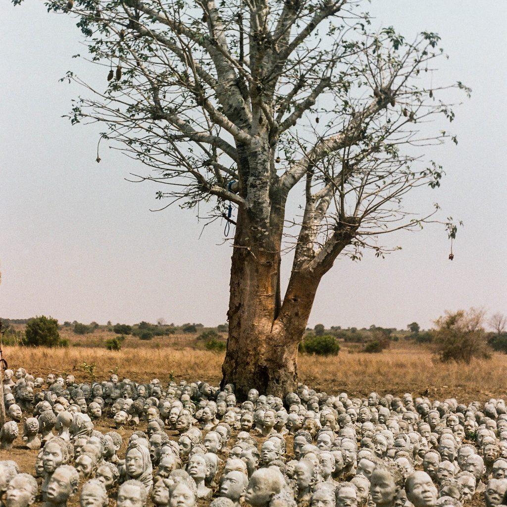Bronze heads, Nkyinkyim installation © Kwame Akoto-Bamfo