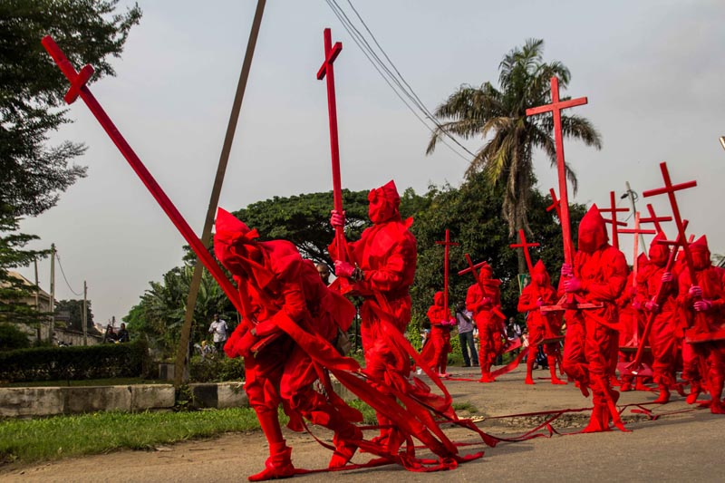 Jelili Atiku, Red Day (In The Red Series #17), performance in Lagos Biennial 2017. Courtesy www.lagos-biennial.org