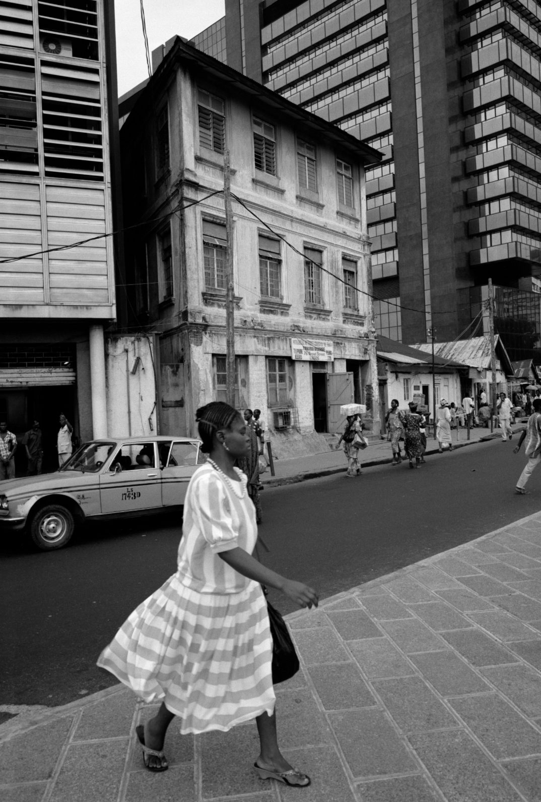 "Akinbode Akinbiyi, Lagos Island, Lagos, 1988. From the series ""Lagos: All Roads"". Copyright Akinbode Akinbiyi. Courtesy: Gropius Bau"