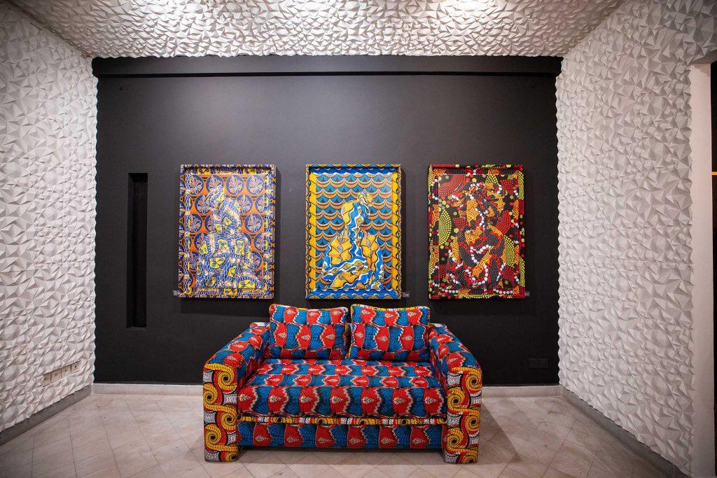 Exhibition view of CROSSROADS at Galerie SINIYA28 (Marrakech). Courtesy Galerie SINIYA28