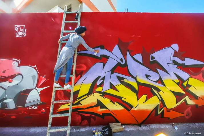 Drobys painting a mural, Casablanca 2019. Photo by Zakaria Latouri. Source: telquel.ma