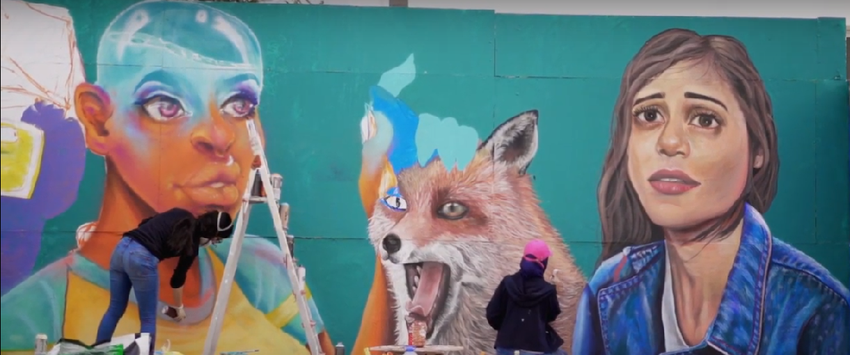 Roksy and Drobys painting a mural, Casablanca 2019. Source: yabiladi.com