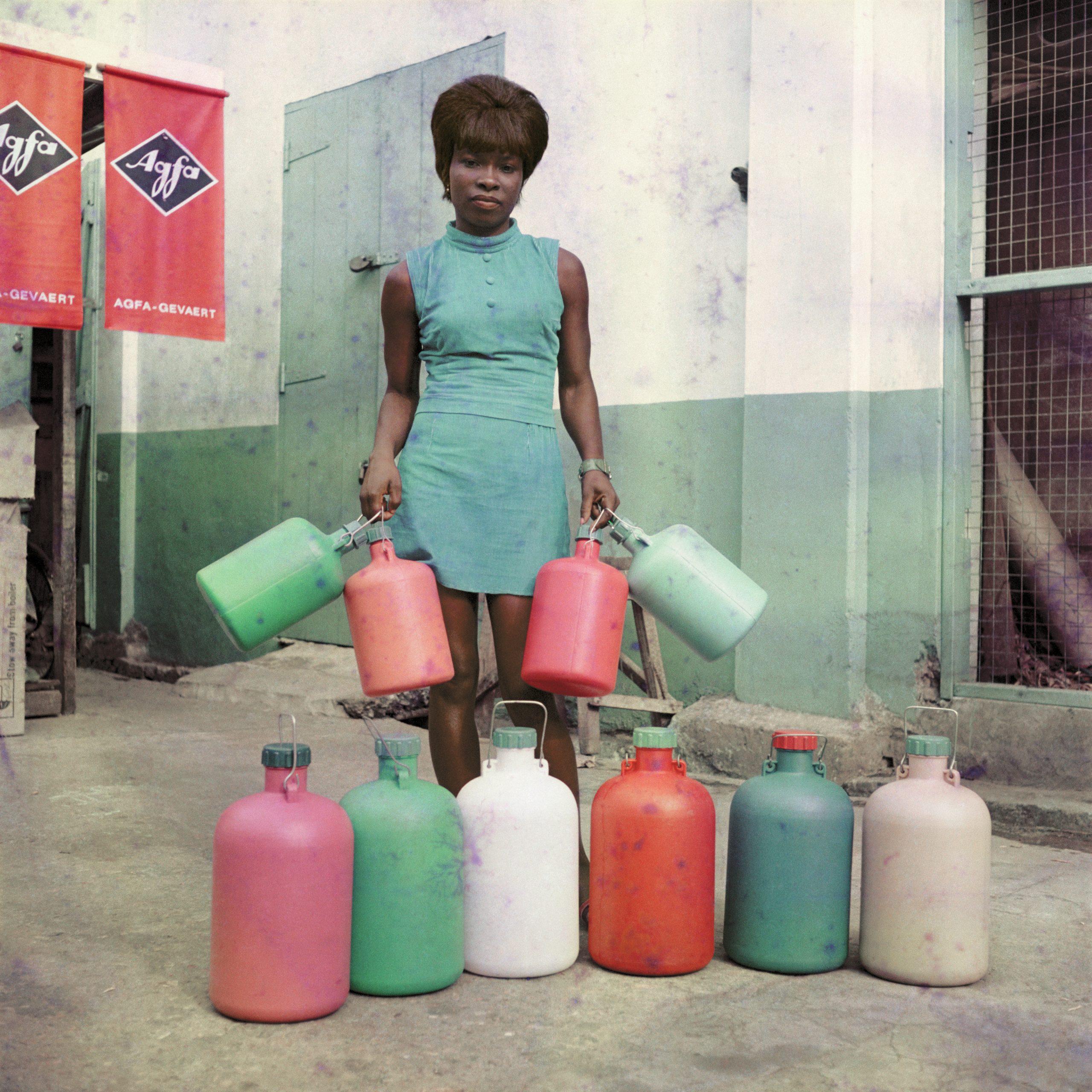 Date: c.1971 Caption: Sick Hagemeyer shop assistant, Accra.